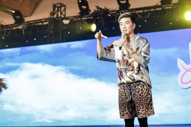 Đàm Vĩnh Hưng tổ chức sinh nhật to như đám cưới, Trấn Thành - Hari Won - Lệ Quyên và dàn sao 'khủng' đều tham dự