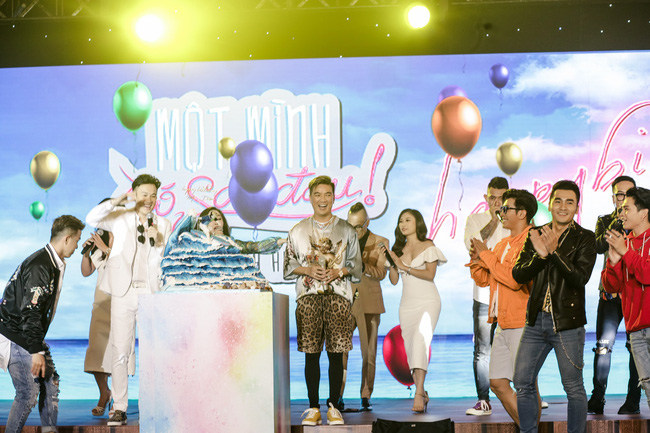 Đàm Vĩnh Hưng tổ chức sinh nhật to như đám cưới, Trấn Thành - Hari Won - Lệ Quyên và dàn sao 'khủng' đều tham dự - 1