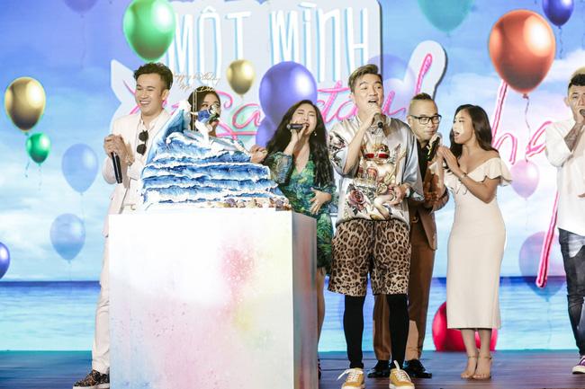 Đàm Vĩnh Hưng tổ chức sinh nhật to như đám cưới, Trấn Thành - Hari Won - Lệ Quyên và dàn sao 'khủng' đều tham dự - 2