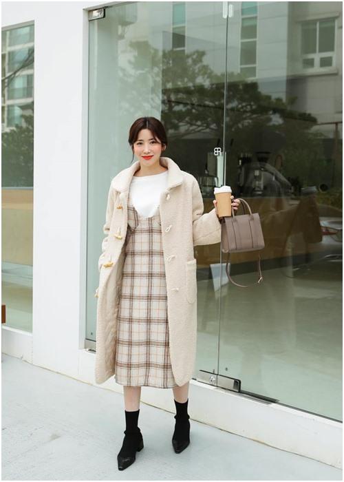 Công thức mặc đẹp 'huyền thoại' của công sở khi trời se lạnh - 4