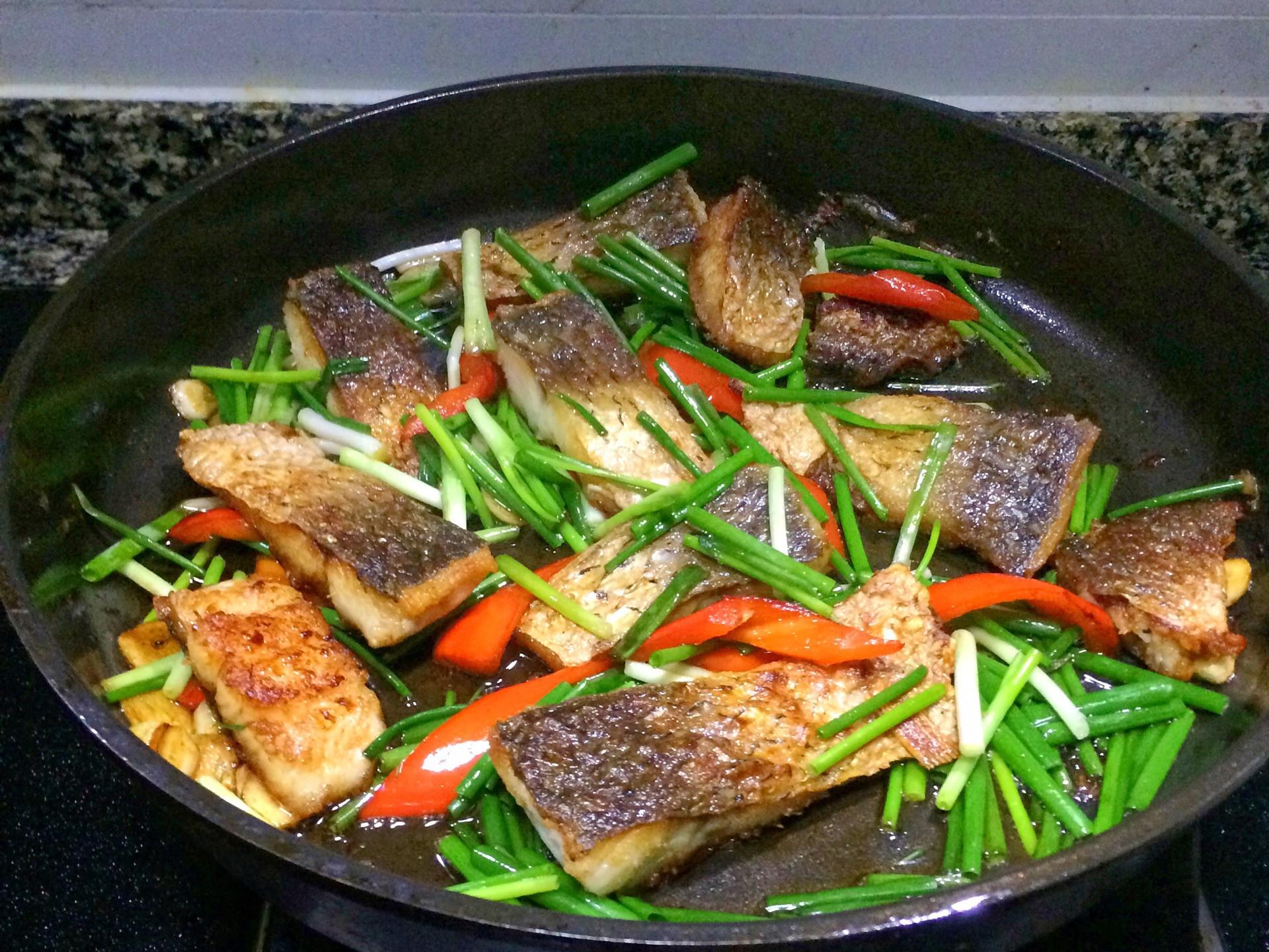 Cách làm cá xốt thơm ngon lại cực kỳ đơn giản - 4