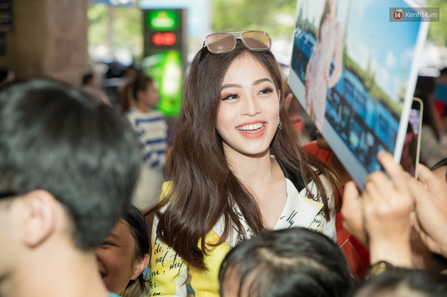 Hoa hậu Tiểu Vy ra tận sân bay đón Phương Nga trở về nước sau hành trình tại Miss Grand International 2018 - 6