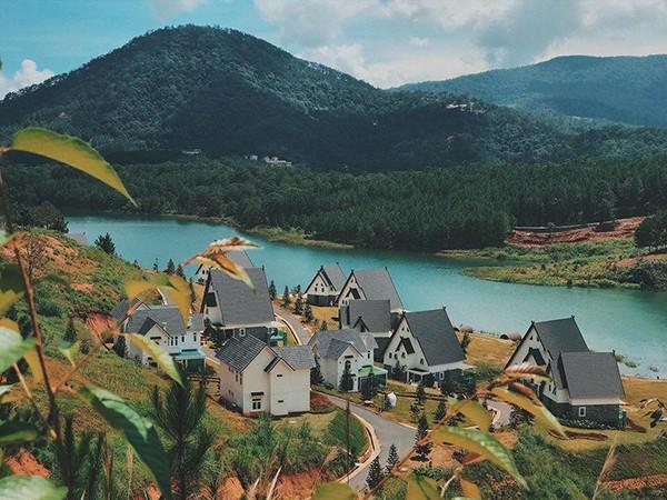 Đà Lạt vừa có ngôi làng thu nhỏ châu Âu mới cực hợp để ghé thăm mùa đông này! - 1