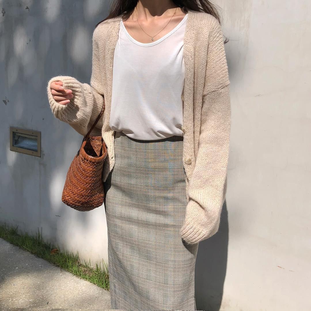 Áo khoác cardigan rất xinh và trendy nhưng để diện không bị luộm thuộm, dìm dáng thì các nàng cần nhớ 3 tips sau - 2