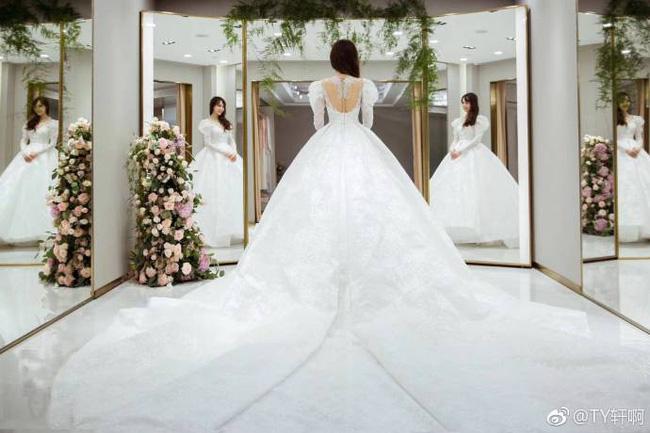Cuối cùng, hình ảnh cô dâu Đường Yên lộng lẫy trong bộ váy cưới độc nhất vô nhị cũng được công bố rồi đây - 3