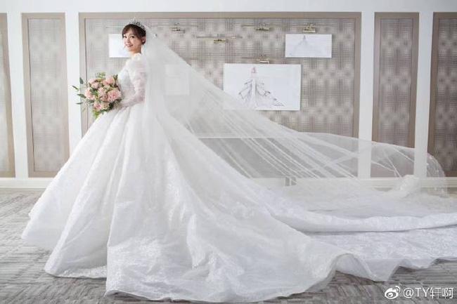 Cuối cùng, hình ảnh cô dâu Đường Yên lộng lẫy trong bộ váy cưới độc nhất vô nhị cũng được công bố rồi đây - 6