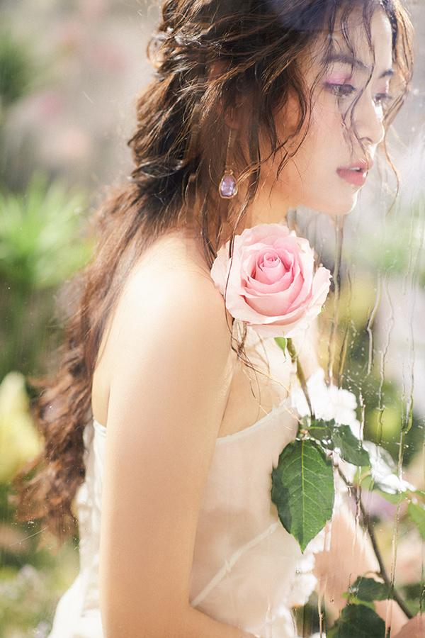 Hoàng Thuỳ Linh hoá nàng tiên hoa ngọt ngào