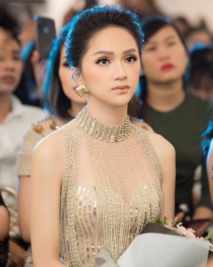 Sau tin đồn được cầu hôn, Hương Giang diện váy xuyên thấu lấp lánh khoe hình thể 'Vệ nữ' đi sự kiện - 8