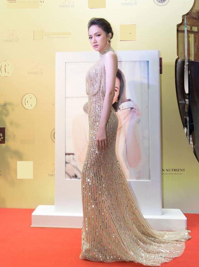 Sau tin đồn được cầu hôn, Hương Giang diện váy xuyên thấu lấp lánh khoe hình thể 'Vệ nữ' đi sự kiện - 1