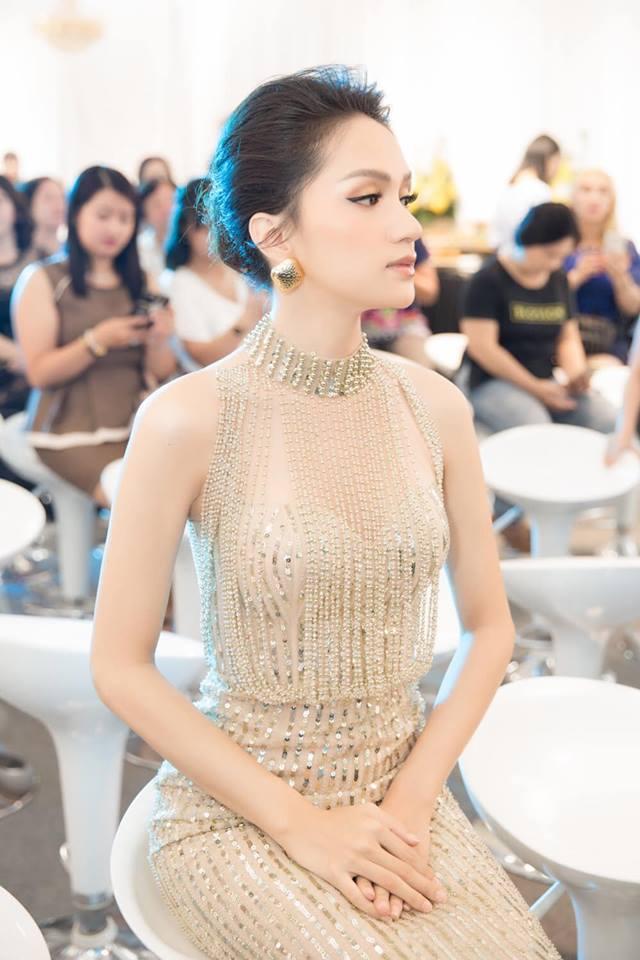 Sau tin đồn được cầu hôn, Hương Giang diện váy xuyên thấu lấp lánh khoe hình thể 'Vệ nữ' đi sự kiện - 6