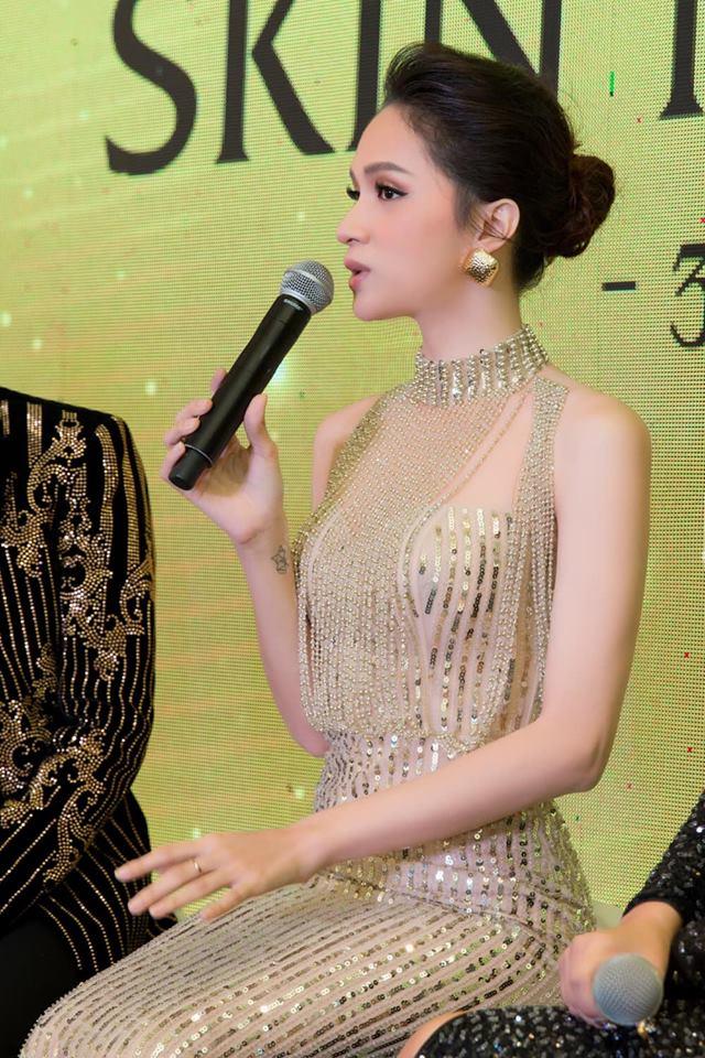 Sau tin đồn được cầu hôn, Hương Giang diện váy xuyên thấu lấp lánh khoe hình thể 'Vệ nữ' đi sự kiện - 7