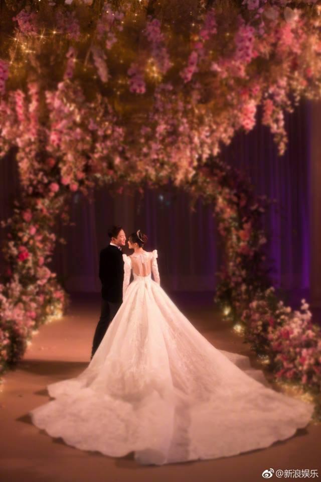 Những hình ảnh chính thức trong đám cưới Đường Yên - La Tấn được hé lộ