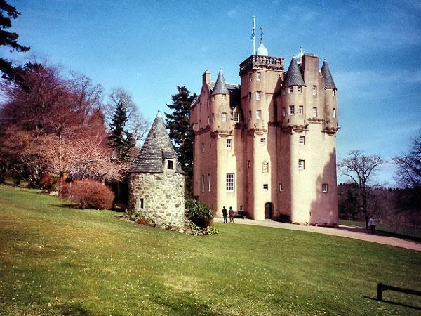 Những lâu đài đẹp ngẩn ngơ thường xuyên xuất hiện trong các bộ phim nổi tiếng - 5