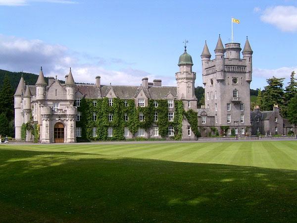 Những lâu đài đẹp ngẩn ngơ thường xuyên xuất hiện trong các bộ phim nổi tiếng - 6