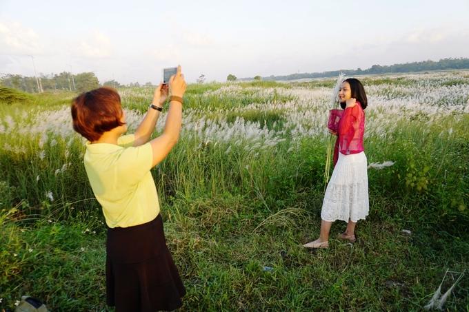 Cánh đồng bạt ngàn cỏ lau trắng giữa sông Trà Khúc - 4