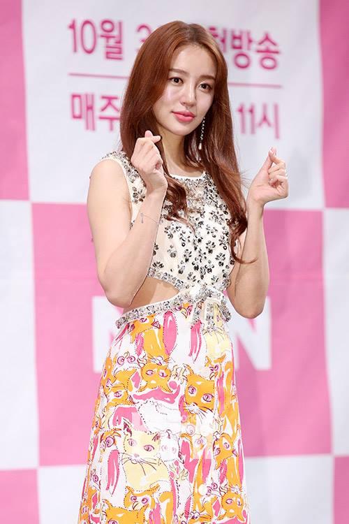 Cư dân mạng nói gì trước ngoại hình thay đổi của Yoon Eun Hye trong buổi họp báo ra mắt phim 'Love Alert'? - 3