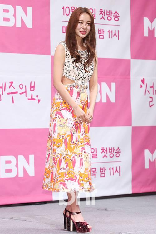 Cư dân mạng nói gì trước ngoại hình thay đổi của Yoon Eun Hye trong buổi họp báo ra mắt phim 'Love Alert'? - 4