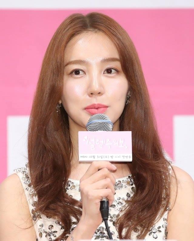 Cư dân mạng nói gì trước ngoại hình thay đổi của Yoon Eun Hye trong buổi họp báo ra mắt phim 'Love Alert'? - 5