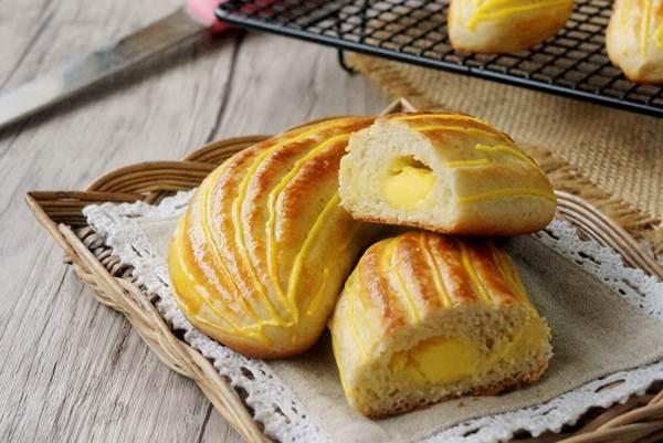 Làm bánh bông lan chuối mềm thơm ăn một lần là mê