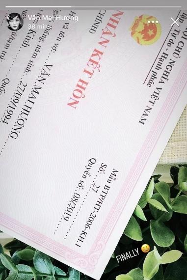 Rất nhiều cư dân mạng đã tinh ý phát hiện ra mẫu giấy đăng ký kết hôn mà Văn Mai Hương đăng tải là mẫu cũ, hiện không còn có giá trị sử dụng. - 1