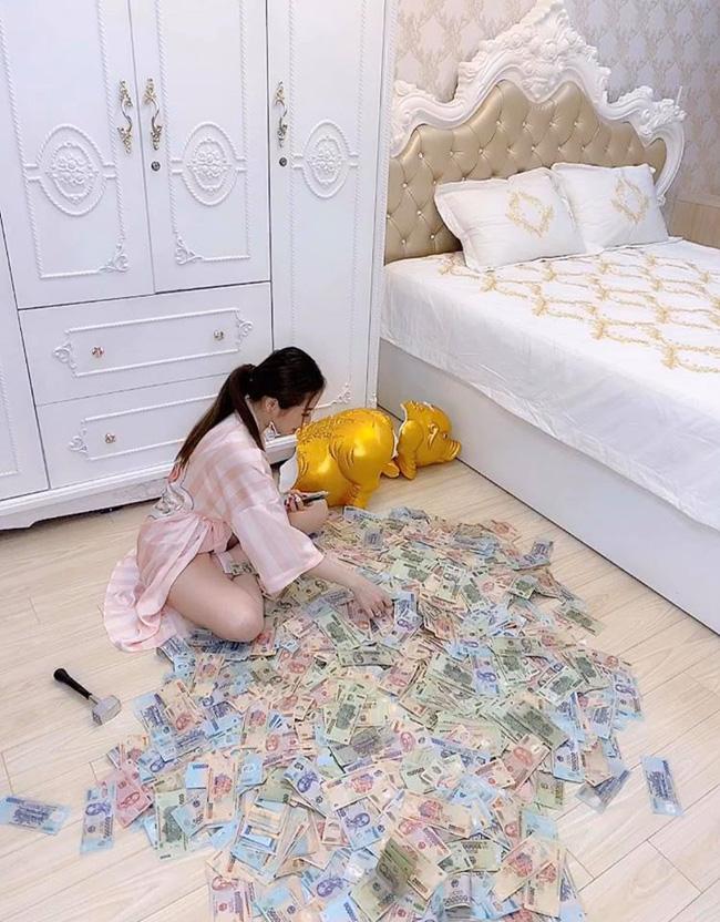Gái xinh Sài Gòn đập lợn tiết kiệm 11 tháng được 2,8 tỷ nhưng dân tình lại ngay lập tức nhìn ra điểm sai quá sai