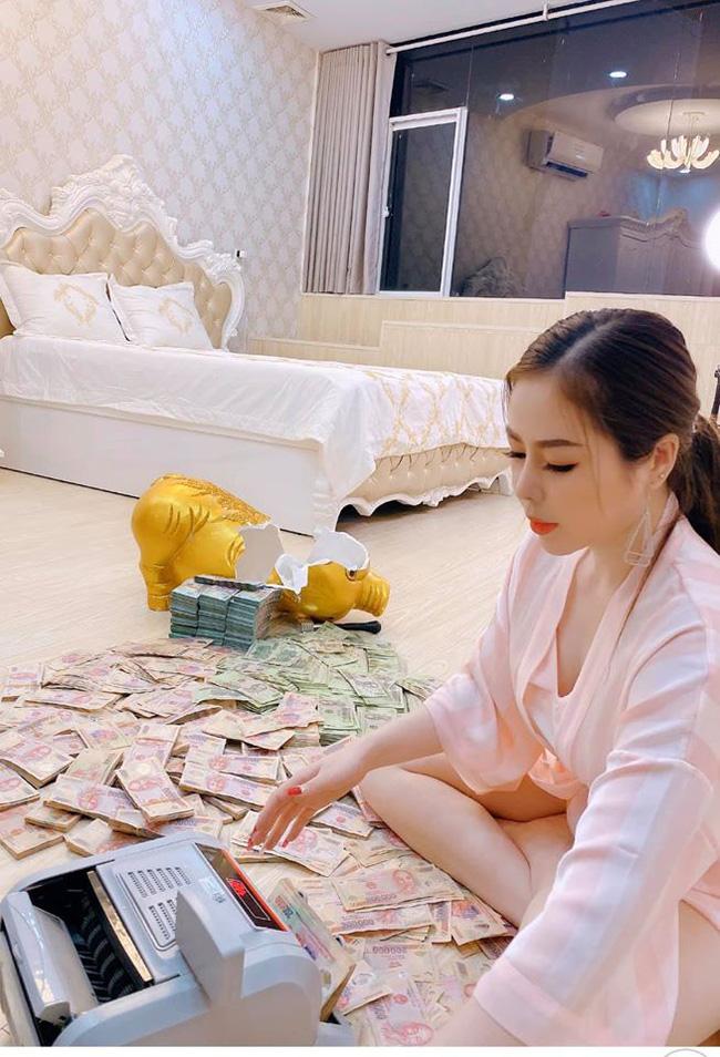Gái xinh Sài Gòn đập lợn tiết kiệm 11 tháng được 2,8 tỷ nhưng dân tình lại ngay lập tức nhìn ra điểm sai quá sai - 1